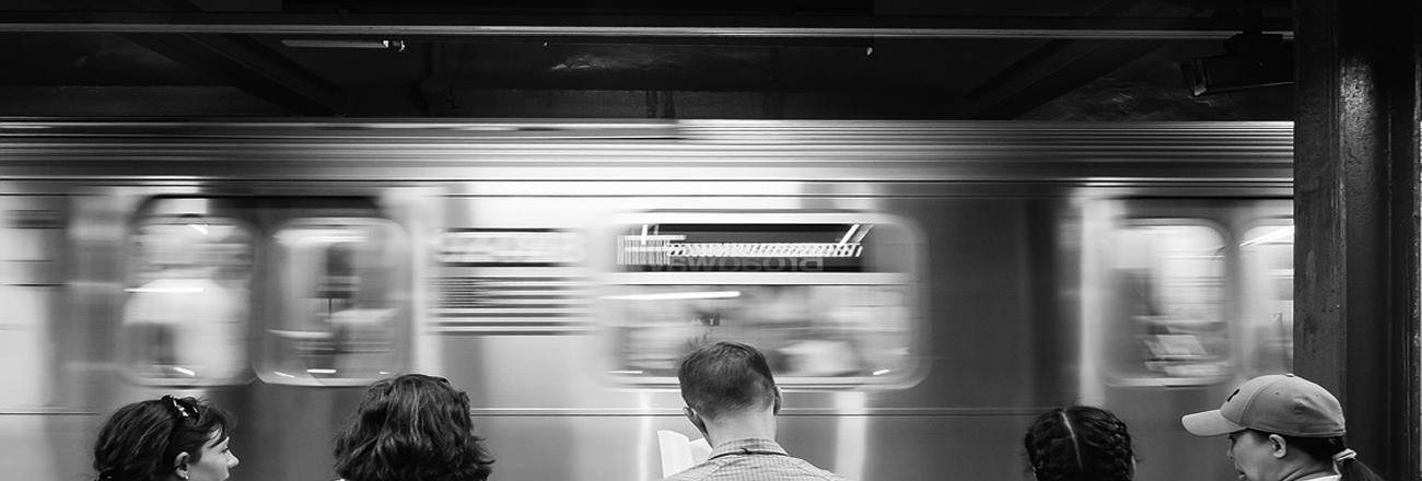 Tips Cegah Kebosanan di Kereta Commuter Line